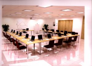 Salle de cours : disposition type « réunion »