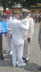 de la médaille de la défense nationale, échelon argent, avec agrafe « service de santé » au médecin-colonel Dieudonné MOUNGUENGUI MOUNGUENGUI